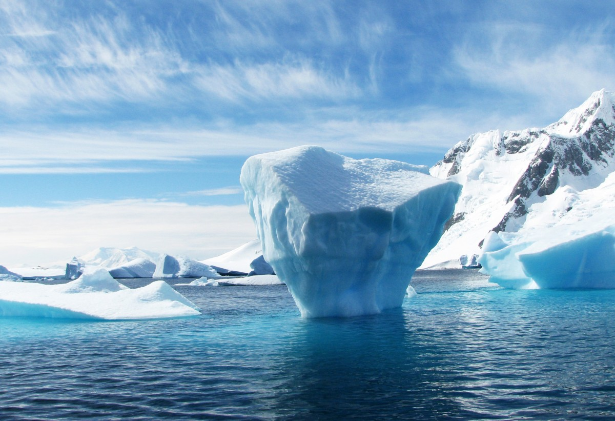 iceberg_antarctica_polar_blue_ice_sea_scenery-949663.jpg!d